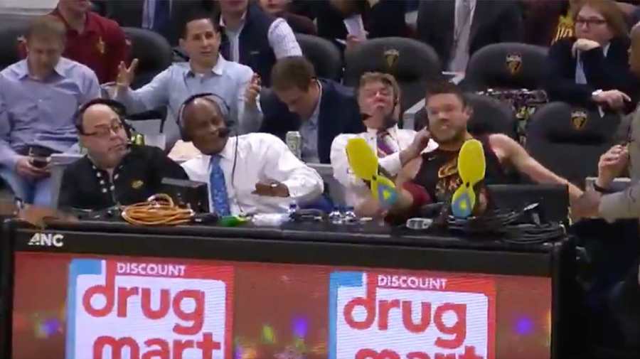 Delly destroys officials in hilarious NBA moment
