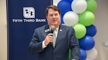 PHOTOS: Fifth Third Bank opens new retail branch in uptown tower