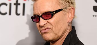 Billy Idol officially becomes a U.S. citizen