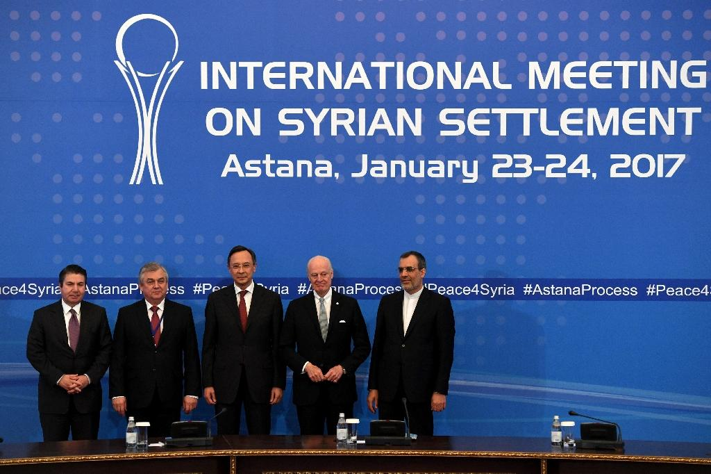Russian, Turkish, Kazakh, Syrian, Iranian and UN counterparts pose after the announcement of a final statement following Syria peace talks in Astana on January 24, 2017 (AFP Photo/Kirill KUDRYAVTSEV)