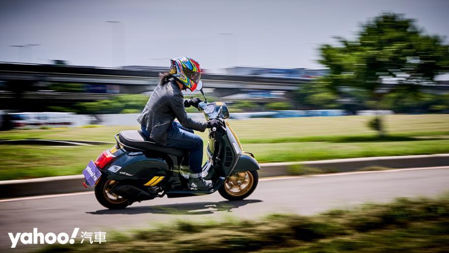 自由誠可貴的二輪時光機!2020 Vespa GTS 300 Racing Sixties城郊試駕! - 7