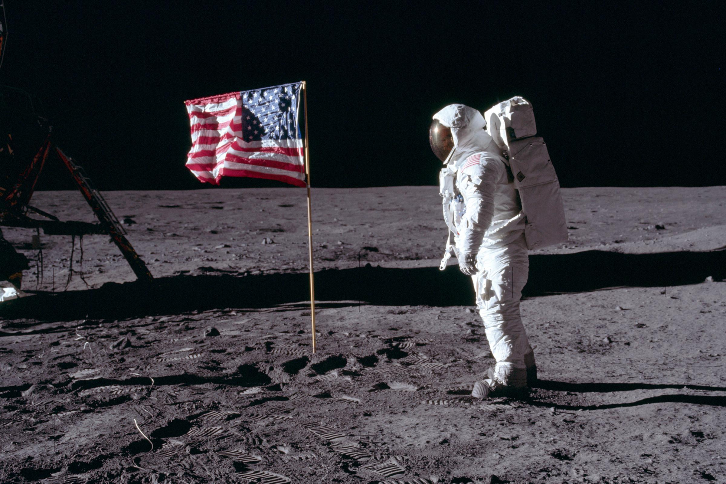 moon landing conspiracies - HD 2400×1600