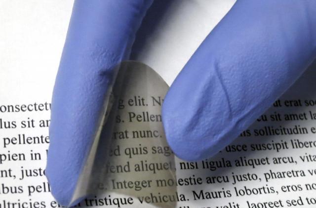 Researchers develop cheaper, more flexible smart glass