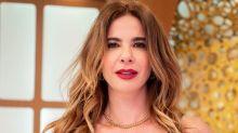 Luciana Gimenez pede ajuda de seguidores para escolher biquínis