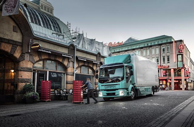 Volvo's first heavy-duty electric trucks will hit the road in 2022