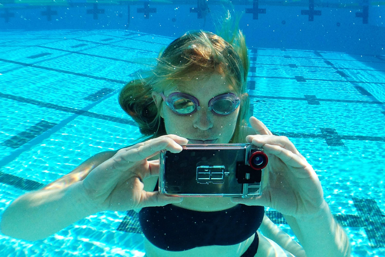 чтобы каким телефоном можно фотографировать под водой получается