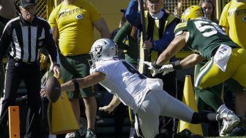 Carr's desperate, and familiar, dive costs Raiders