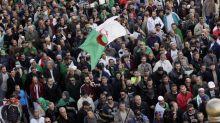 """""""On jure que l'on ne s'arrêtera pas"""": manifestation massive à Alger pour le dernier vendredi avant la présidentielle"""