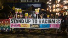 Escándalo por racismo salpica al gobierno de Reino Unido: ¿Por qué en pleno siglo XXI insisten en que los blancos son más inteligentes que los negros?