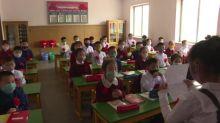 Niños norcoreanos vuelven a las escuelas tras cierre por el coronavirus