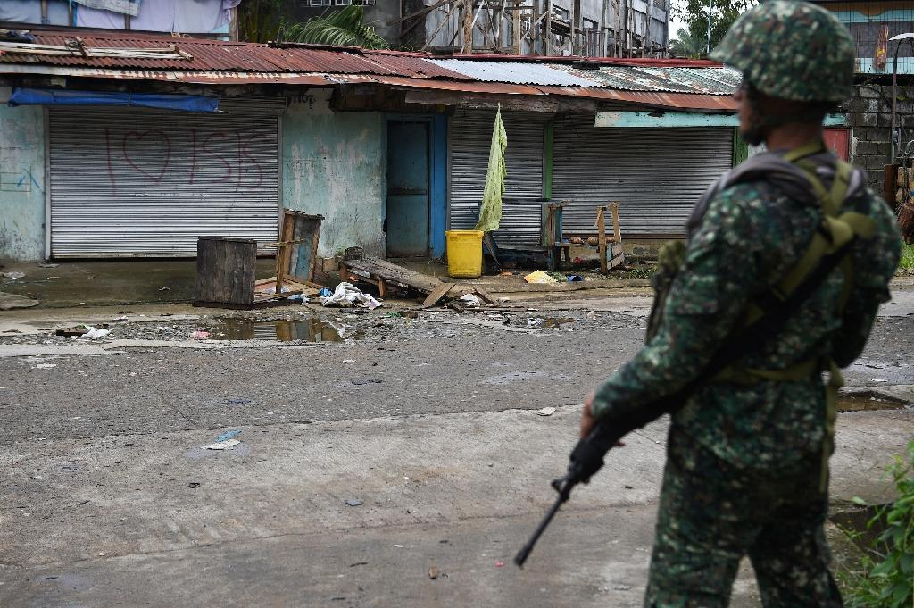 Conflict in the southern Philippines, where troops are battling Islamist militants in the city of Marawi, poses a risk to the country's economy, Moody's says