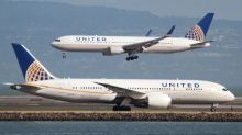 United Airlines to offer $10,000 to passengers asked to give up seats