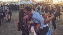 Esta es la foto que todo el mundo se hace en Coachella (sobre todo las parejas)