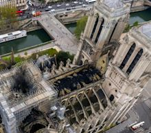 Billionaires face 'yellow vest' scorn over Notre-Dame pledges
