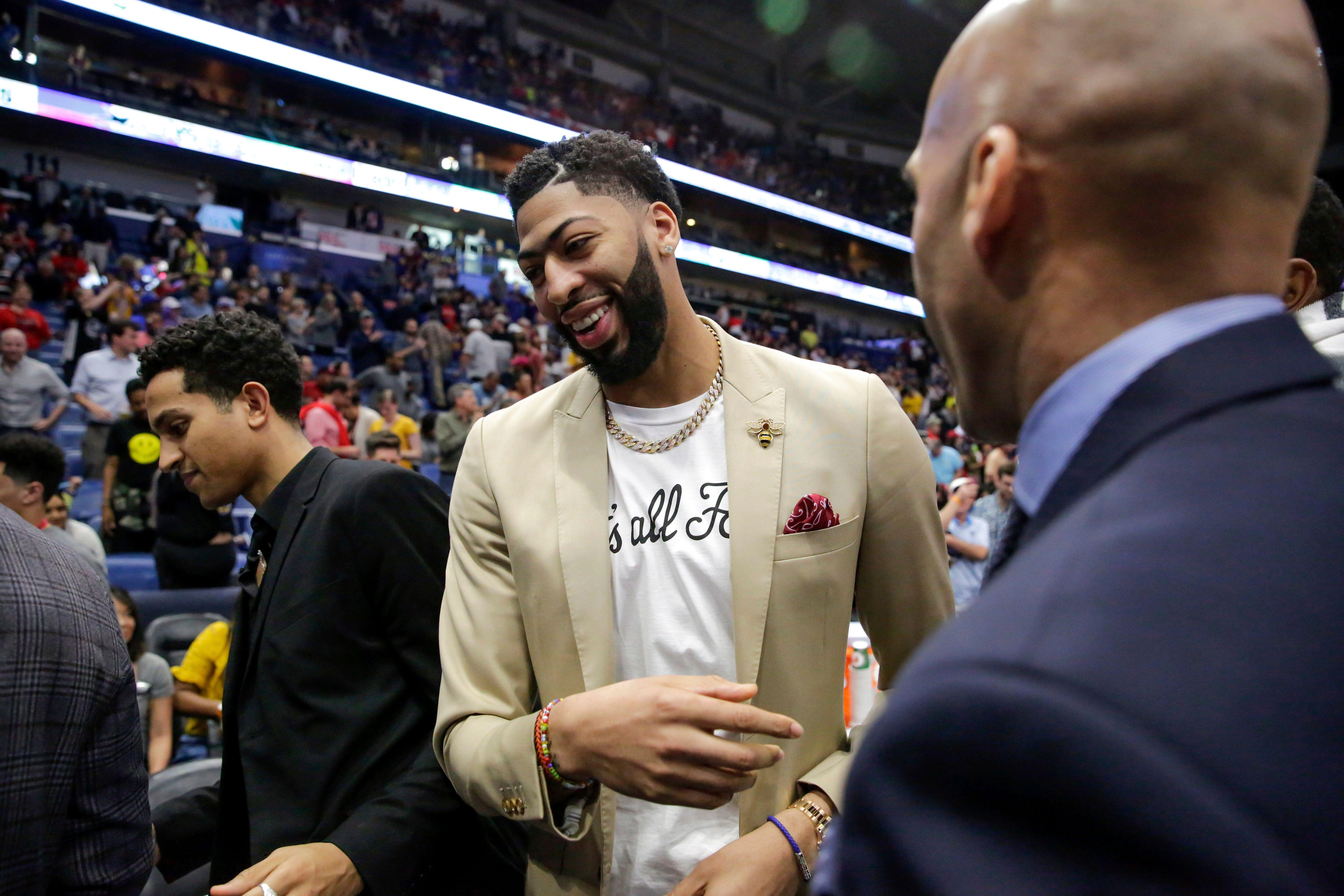5e177802d Lakers the favorites to land Anthony Davis