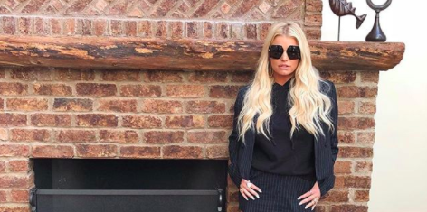 9636492212 Jessica Simpson wears a questionable  business casual  look  Video