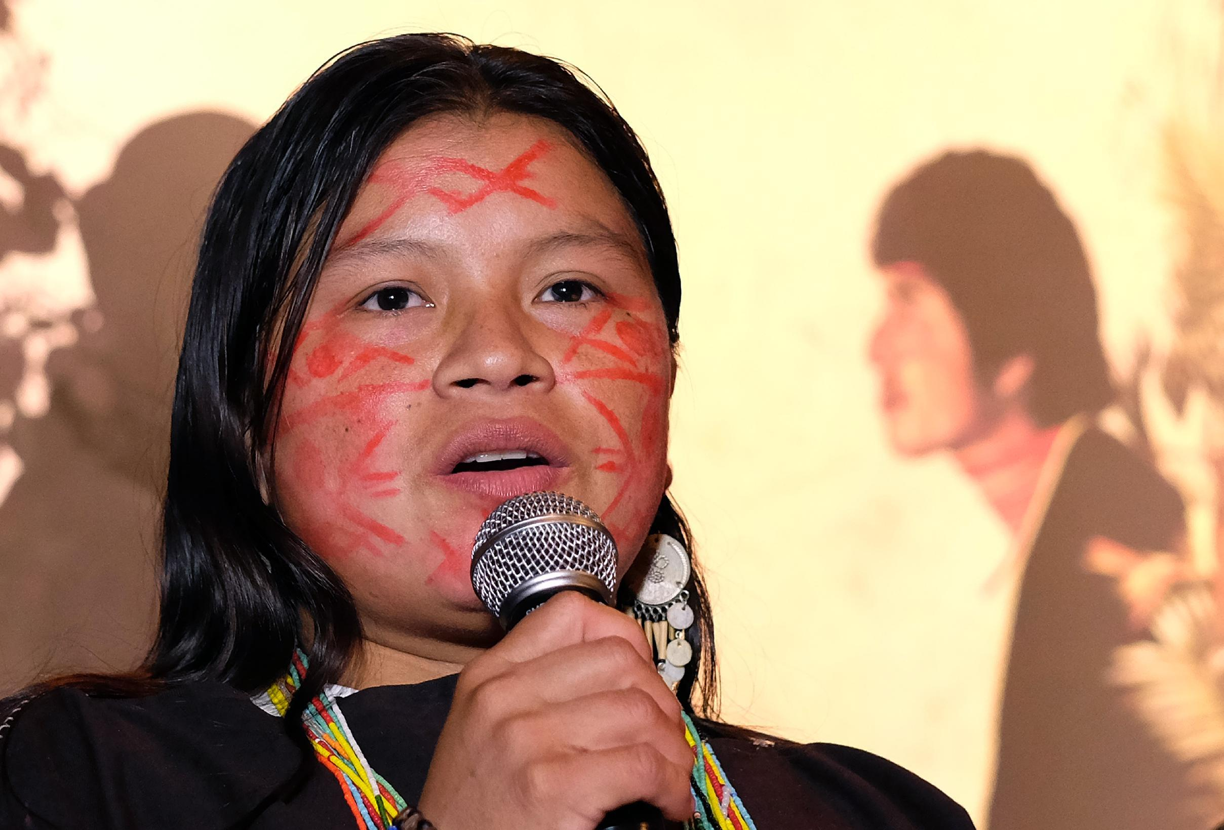 Diana Rios Rengifo, daughter of an indigenous Ashéninka leader murdered in the Peruvian Amazon in early September, speaks during a ceremony in New York on November 17, 2014 (AFP Photo/Jewel Samad)