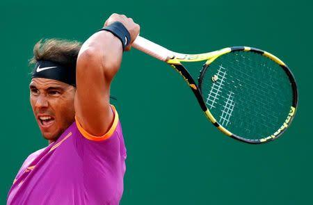 El tenista español Rafael Nadal reacciona durante un partido contra el argentino Diego Schwartzman en Montecarlo.