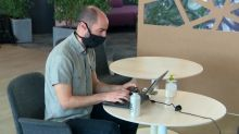 Covid-19 : bureaux sur roulettes, lumières vertes... Des solutions pour mieux protéger les salariés