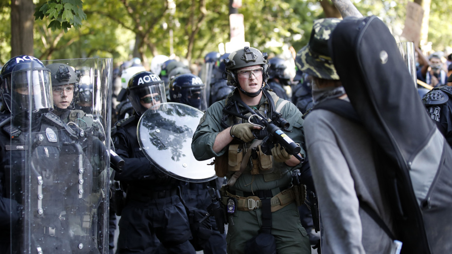 Trump to mobilize 'heavily armed' military amid protests