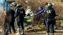 """Deux opérations de """"mise à l'abri"""" d'environ 170 migrants à Calais"""