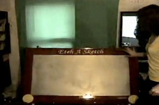 Video: HD Etch A Sketch for giant doodlers