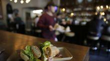La ciudad que no se puede permitir tener meseros en sus restaurantes