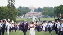 Trump jalea divisiones en EE.UU. en un acto en la Casa Blanca sin distancia social