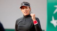 Muguruza eases into French Open third round