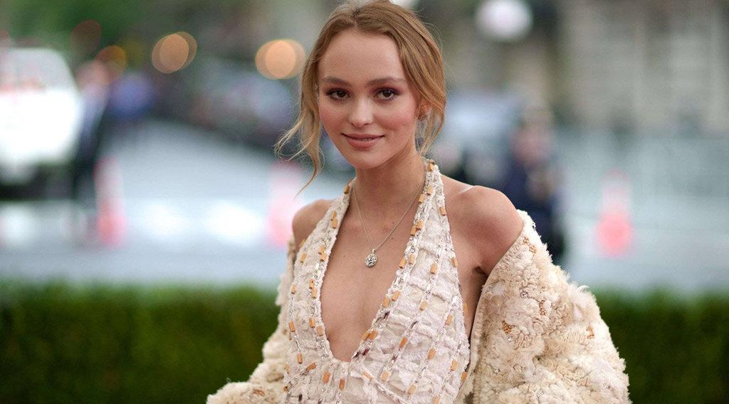 lily rose depp guillaume gouix soutient la fille de vanessa paradis pour sa nomination aux. Black Bedroom Furniture Sets. Home Design Ideas