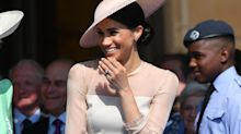 This is why the queen makes Meghan Markle wear pantyhοse
