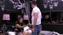 'BBB 17': Marcos termina com Emilly, mas dorme com ela no quarto do líder