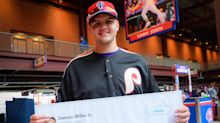 Phillies fan makes good on Twitter promise to buy everyone chicken nuggets