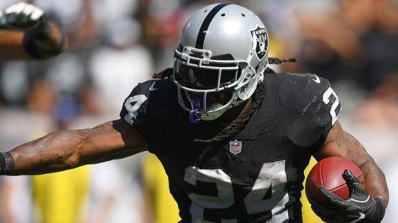 Raiders running back Marshawn Lynch set to run by Patriots