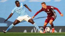 Vardy marca três e Leicester massacra City fora de casa
