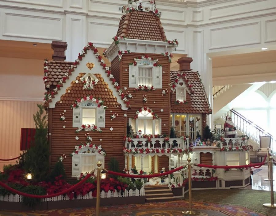 Christmas Cake Gingerbread House