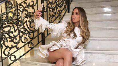 Jennifer López enseña de más con esta minifalda; mírala