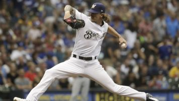 Brewers fans cheer Josh Hader despite tweets