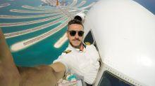 Piloto brasileiro faz sucesso com selfies perigosas no ar