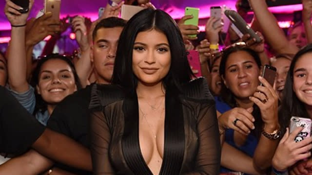 Kylie Jenner Wears Revealing Dress  A Lot Of Duct Tape -4894