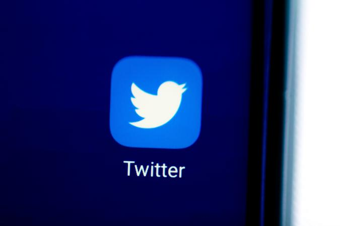 BRAZIL - 2020/08/28: In this photo illustration an icon of Twitter app displayed on a smartphone. (Photo Illustration by Rafael Henrique/SOPA Images/LightRocket via Getty Images)