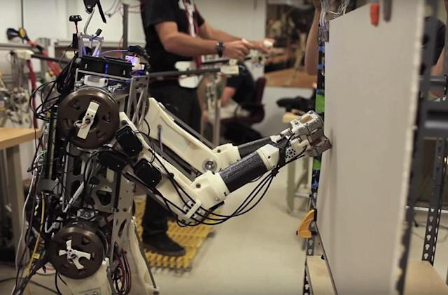 MIT's robot borrows quick reflexes from a human pilot
