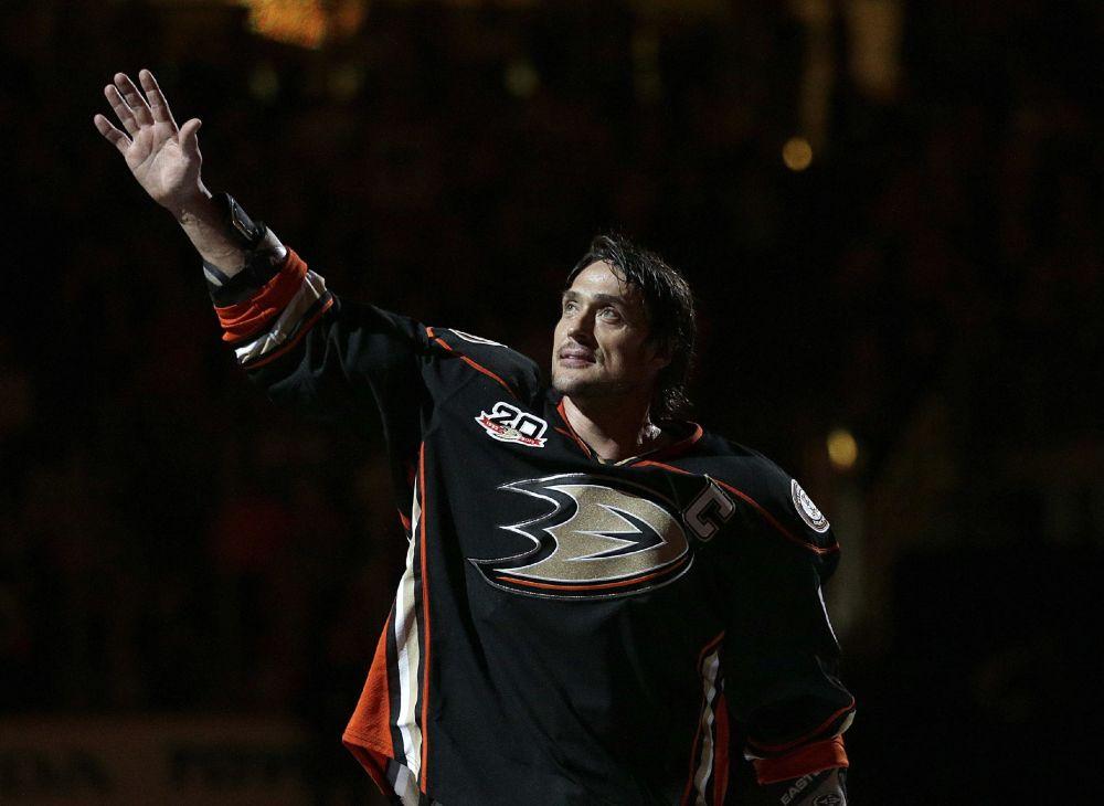 Bonino puts Ducks past Avalanche in season finale