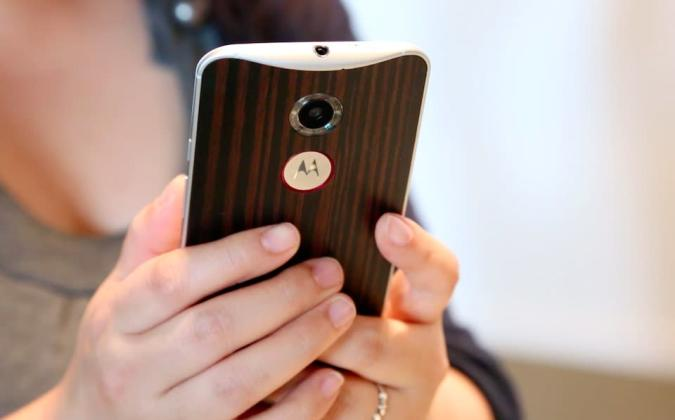The Moto X returns: high-end specs, aluminum frame and leather back