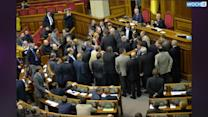 Ukraine Lawmakers Offer Protester Amnesty