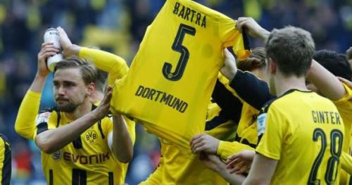 Foot - ALL - Dortmund - Le superbe hommage du Borussia Dortmund à Marc Bartra, en communion avec le Mur jaune