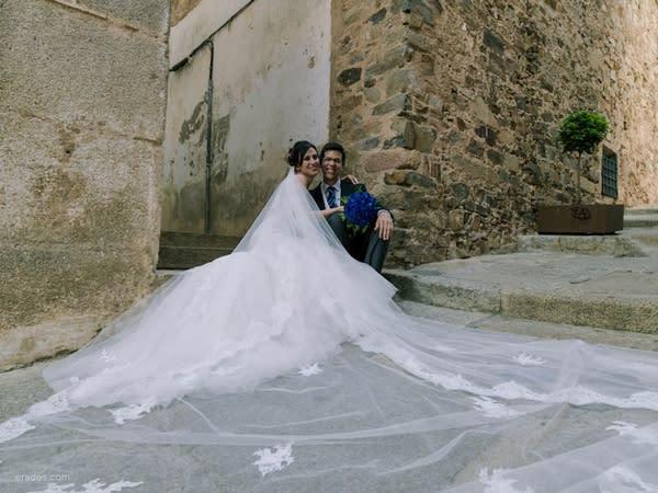 cómo recoger la cola de tu vestido de novia?
