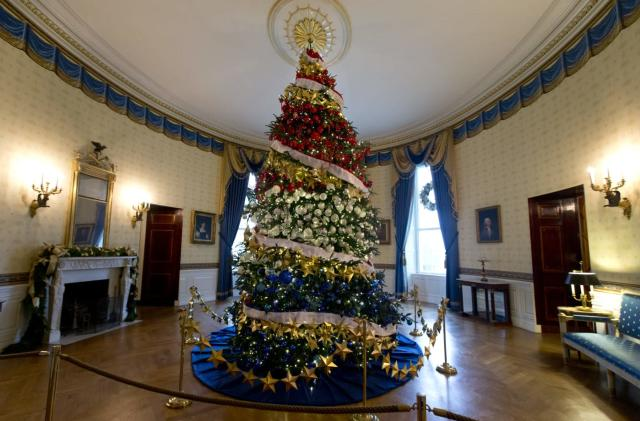 Take a VR tour of the White House's Christmas splendor