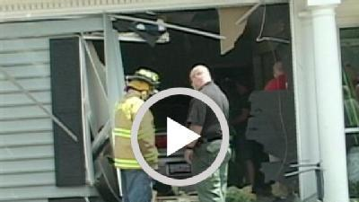 Frantic Calls Come Into 911 Center After Car Crash