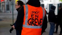 France: 8th day of pension strikes cripple train travel